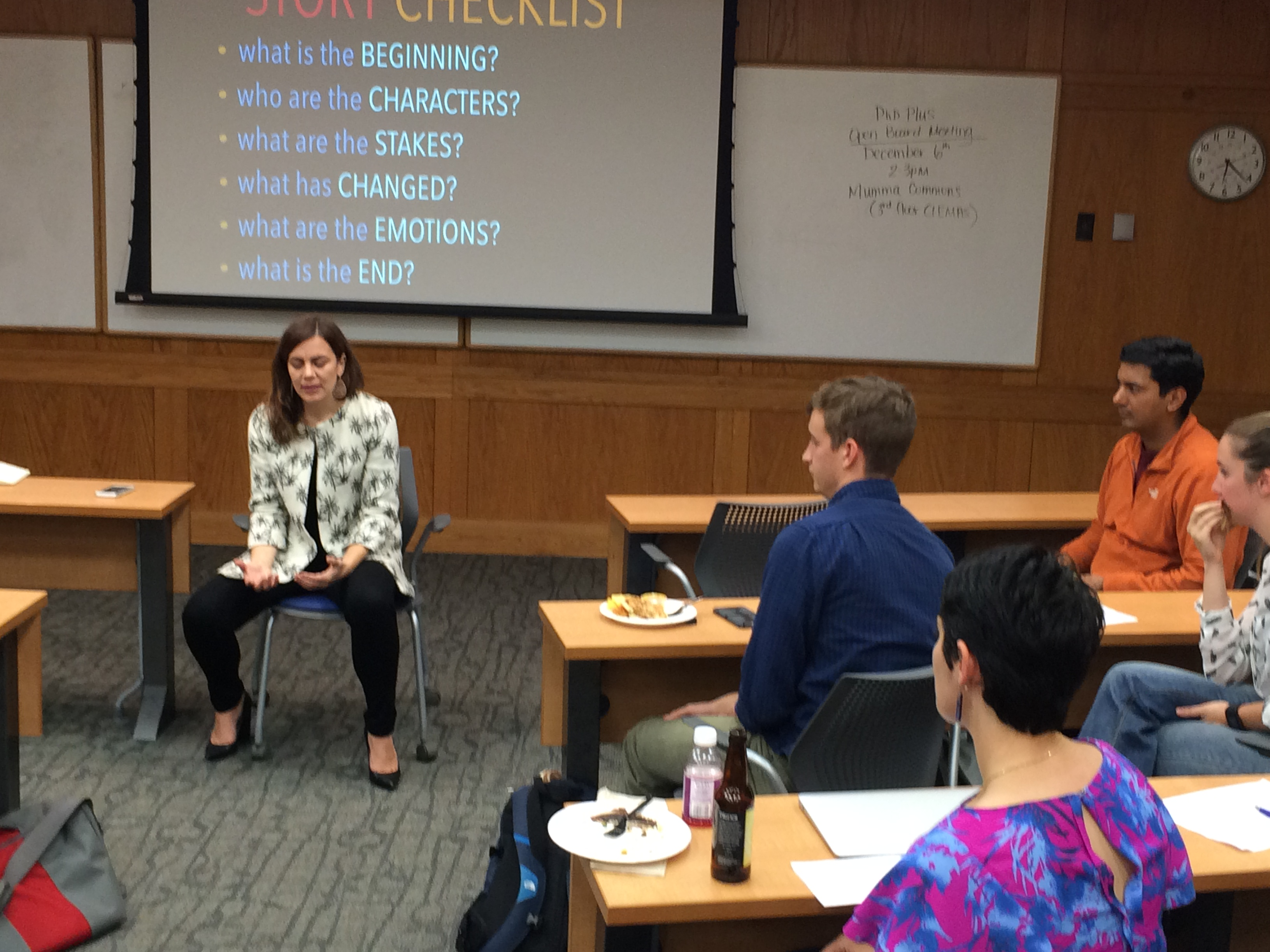 Liz Neeley working with graduate students on storytelling