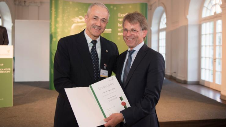 Adrian Bejan holds a paper award with President of the Humboldt Foundation, Prof. Hans-Christian Pape