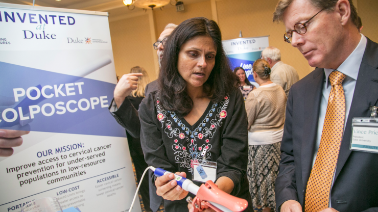 Nimmi Ramanujam demonstrates how to use the Pocket Colposcope