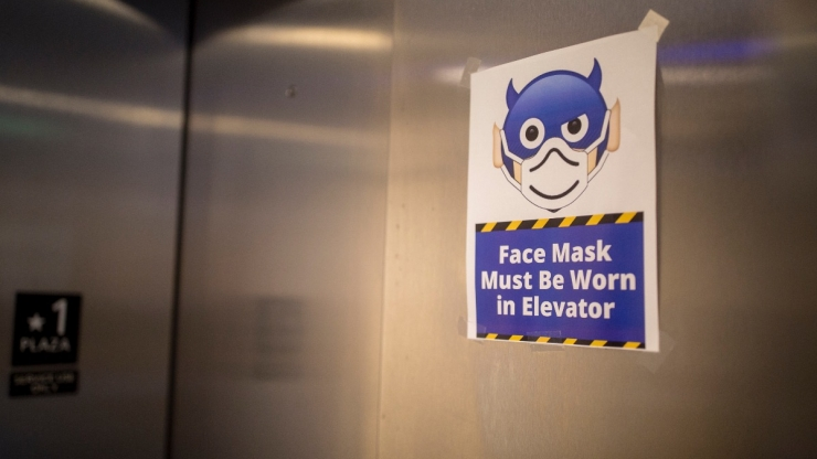sign mandating mask in elevator